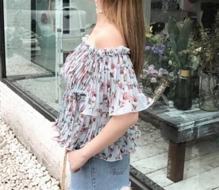 花柄オフショルダーネックプリーツTシャツ